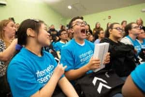 student receives free ipad from comcast internet essentials