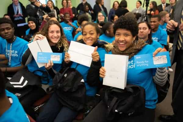 PA school for the deaf students receive free ipads and comcast internet essentials