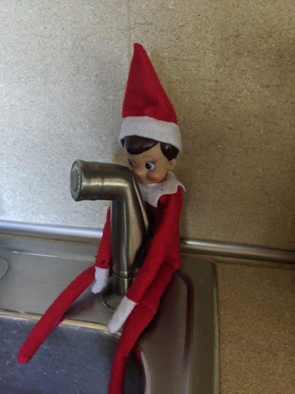 elf on the shelf kitchen sink
